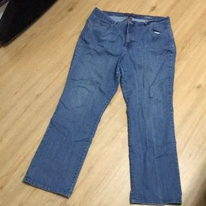 Plus size Gloria Vanderbilt Amanda jeans size 20w.